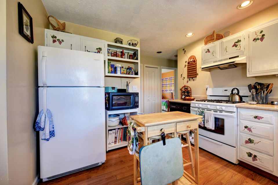 Additional photo for property listing at 6909 Moorewick Way  Louisville, Kentucky 40272 United States
