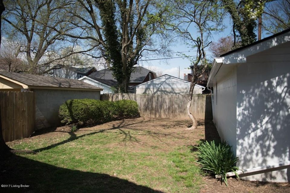 Additional photo for property listing at 2223 Strathmoor Blvd  Louisville, Kentucky 40205 United States