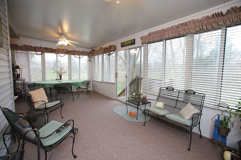 Additional photo for property listing at 9400 Elk Hill Court  Jeffersontown, Kentucky 40299 United States