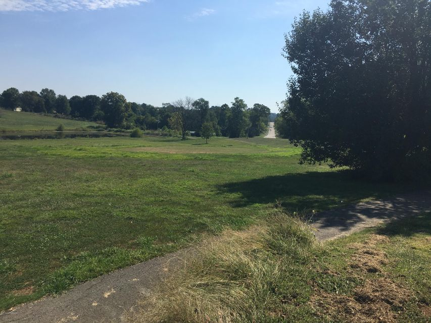 Additional photo for property listing at 700 Bells Mill  Shepherdsville, Kentucky 40165 United States
