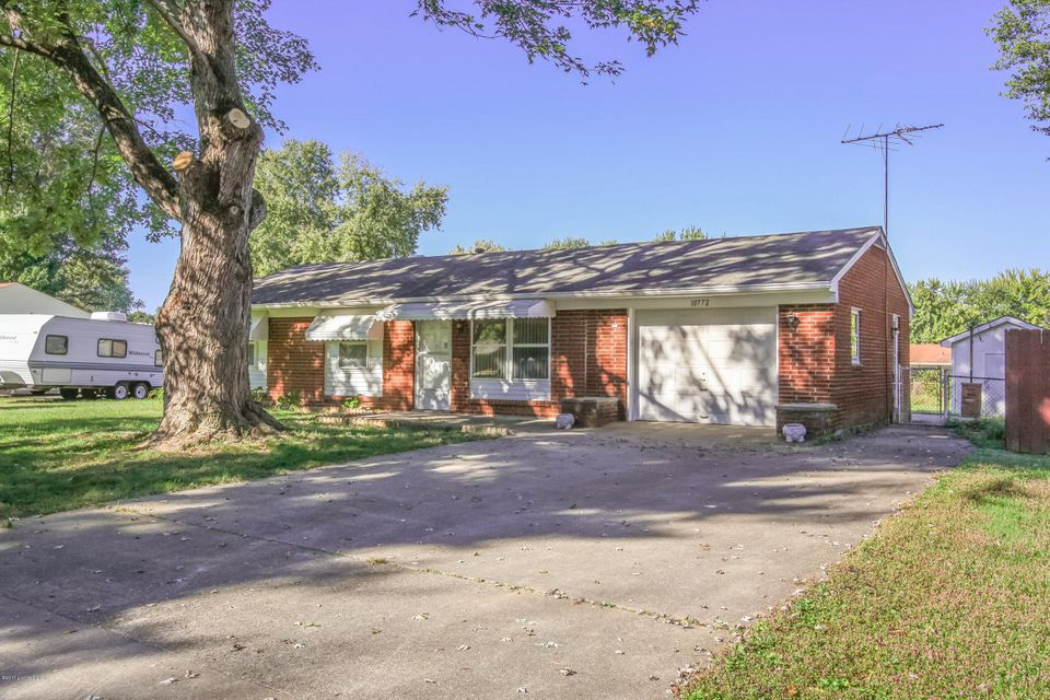 Single Family Home for Sale at 10772 Tarrytowne Drive Louisville, Kentucky 40272 United States