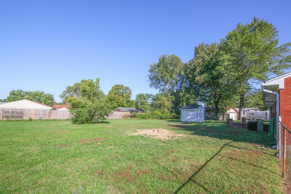 Additional photo for property listing at 10772 Tarrytowne Drive  Louisville, Kentucky 40272 United States
