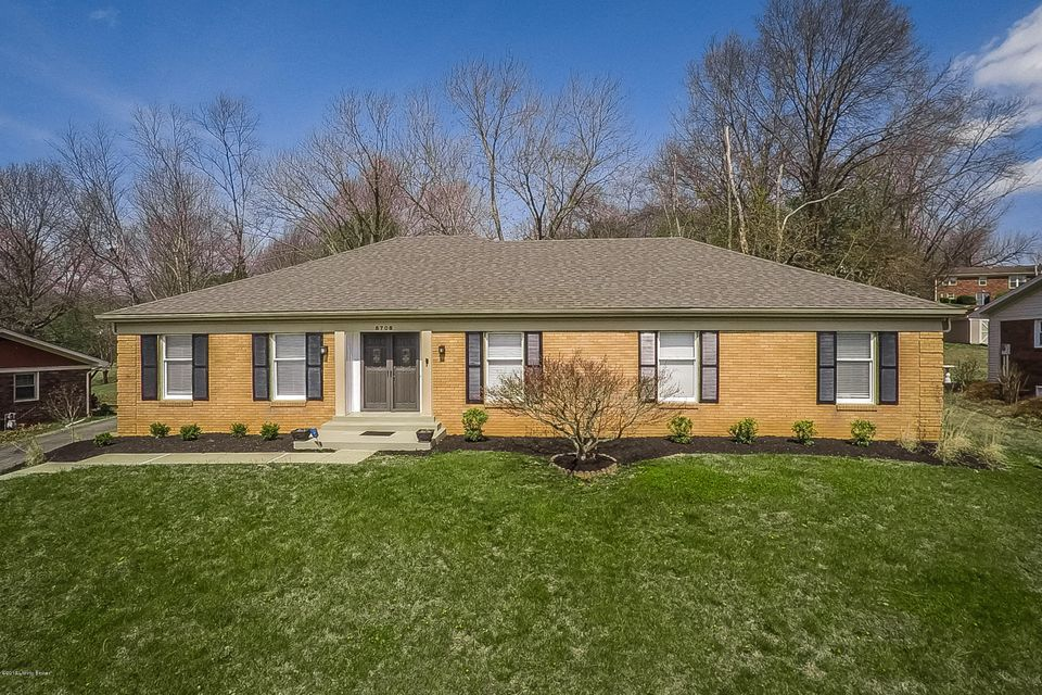 Single Family Home for Sale at 8708 Windsor View Drive Louisville, Kentucky 40272 United States