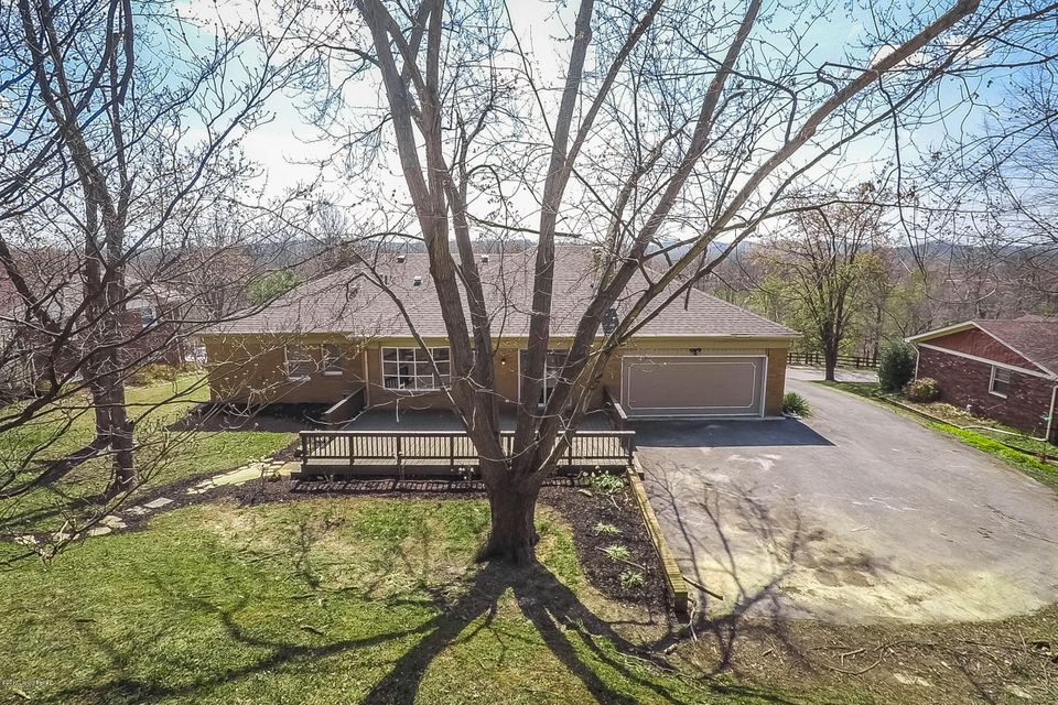 Additional photo for property listing at 8708 Windsor View Drive  Louisville, Kentucky 40272 United States