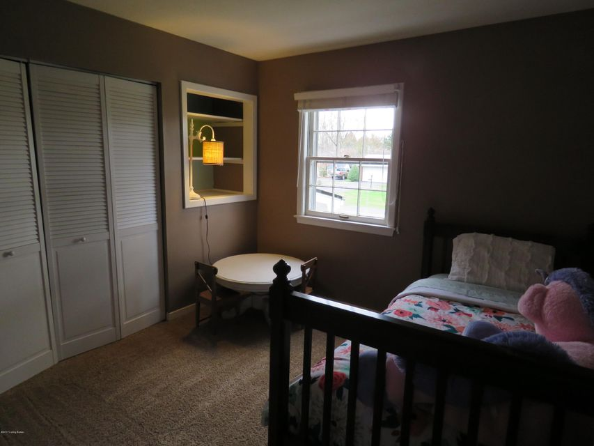 Additional photo for property listing at 10203 Staunton Road  Louisville, Kentucky 40223 United States