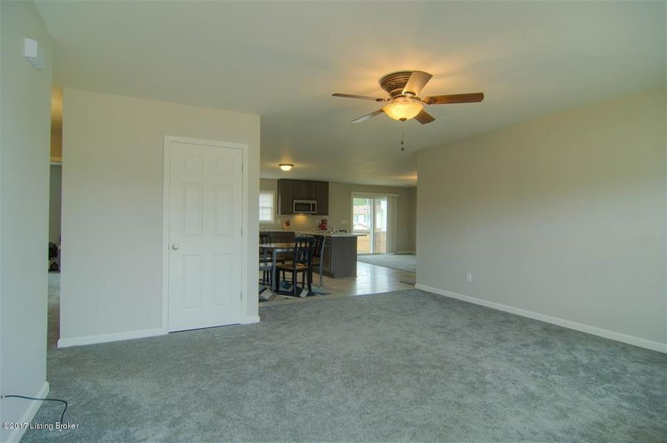 Additional photo for property listing at 1441 Kingswood Way  Radcliff, Kentucky 40160 United States