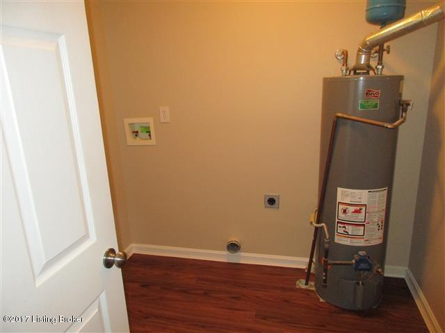 Additional photo for property listing at 315 WOODLAND LAKES Drive  La Grange, Kentucky 40031 United States