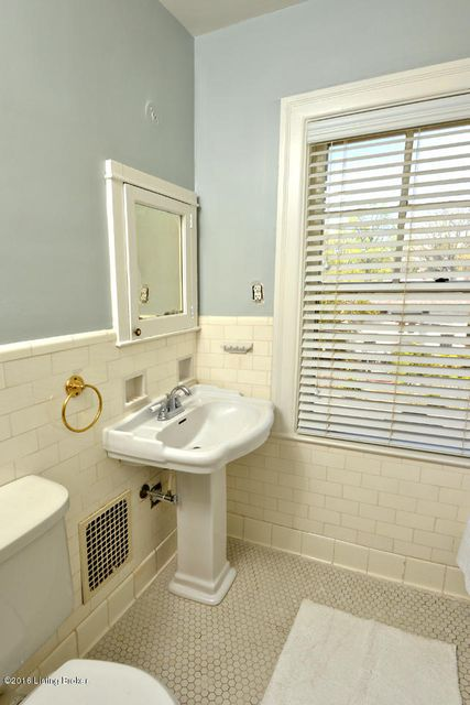 Additional photo for property listing at 2028 Village Drive  Louisville, Kentucky 40205 United States