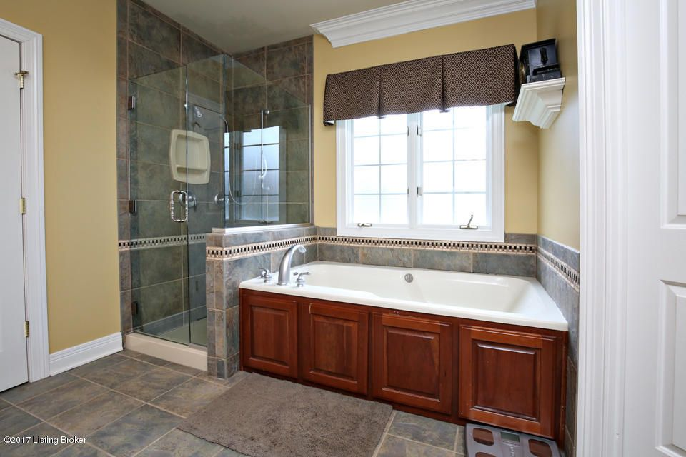 Additional photo for property listing at 548 E Oak Street  Lebanon Junction, Kentucky 40150 United States