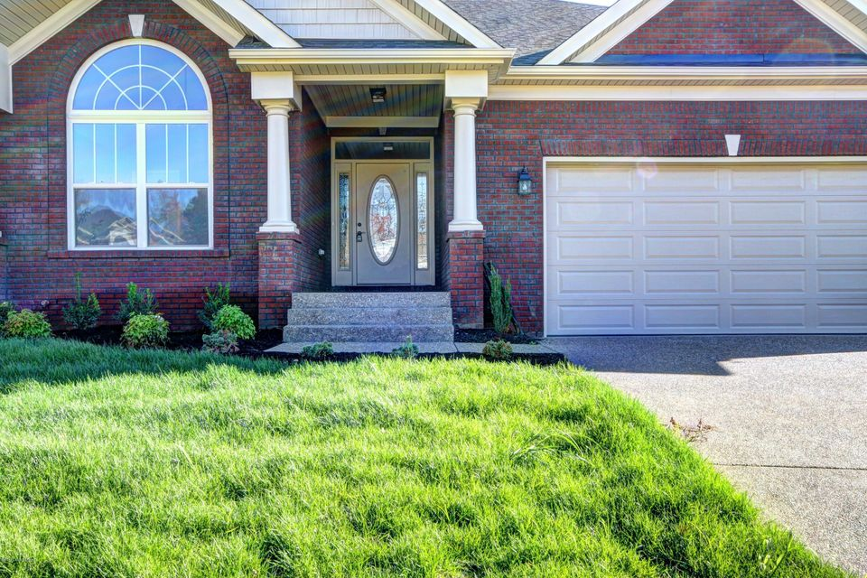 Additional photo for property listing at 9912 Cedar Garden Drive  Louisville, Kentucky 40291 United States