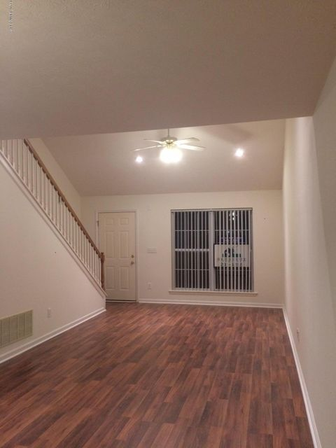 Additional photo for property listing at 6818 Wynde Manor Drive  Louisville, Kentucky 40228 United States