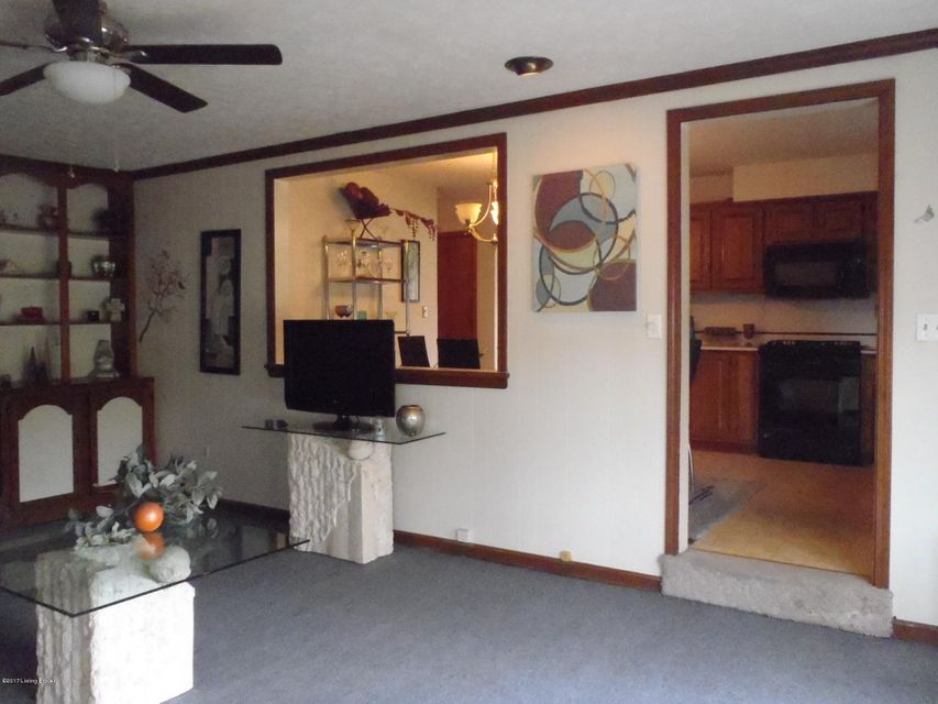 Additional photo for property listing at 4420 Estate Drive  Louisville, Kentucky 40216 United States
