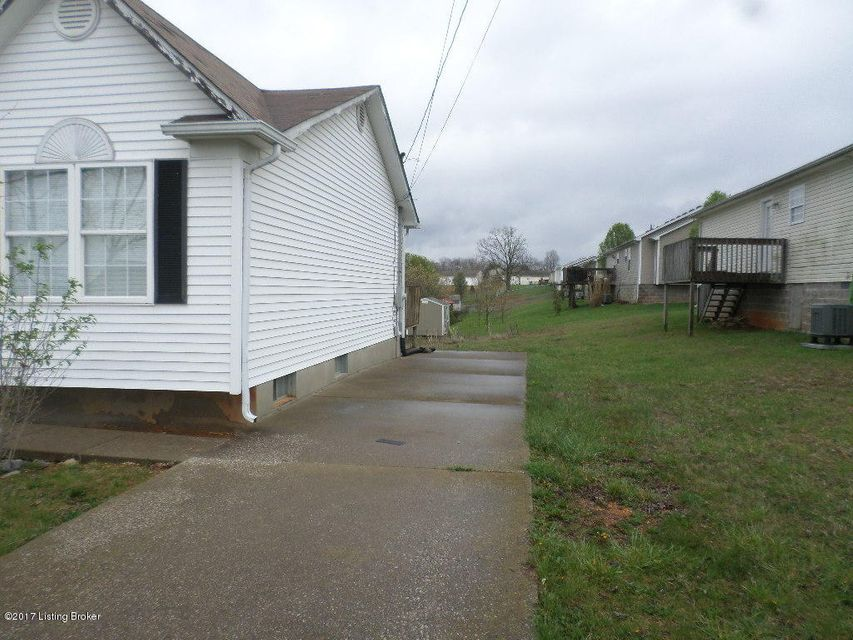 Additional photo for property listing at 505 Wagon Wheel Trail  Radcliff, Kentucky 40160 United States