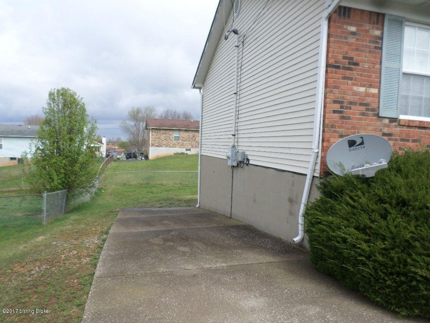 Additional photo for property listing at 109 Hamilton Street  Radcliff, Kentucky 40160 United States