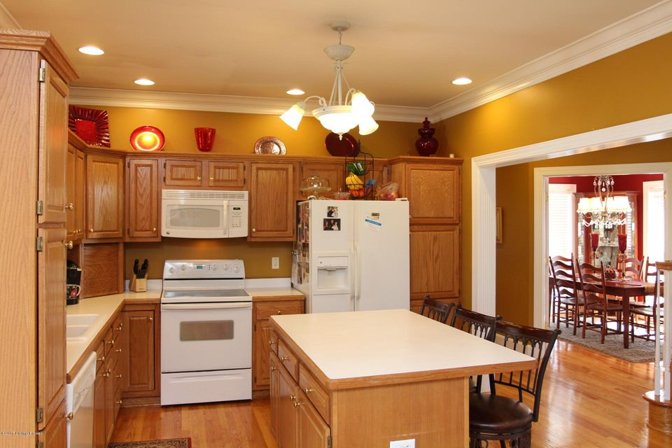 Additional photo for property listing at 8602 Hi View Lane  Louisville, Kentucky 40272 United States