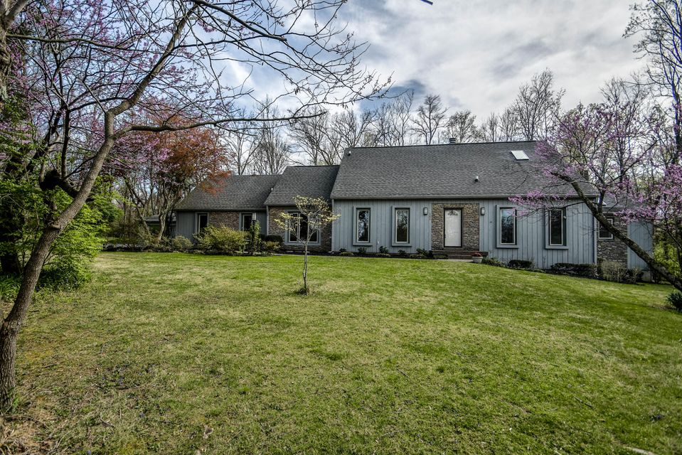 Single Family Home for Sale at 142 Rosswoods Drive Pewee Valley, Kentucky 40056 United States