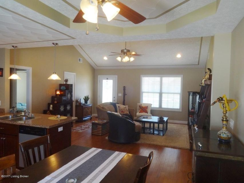 Additional photo for property listing at 204 Kathie Court  Vine Grove, Kentucky 40175 United States