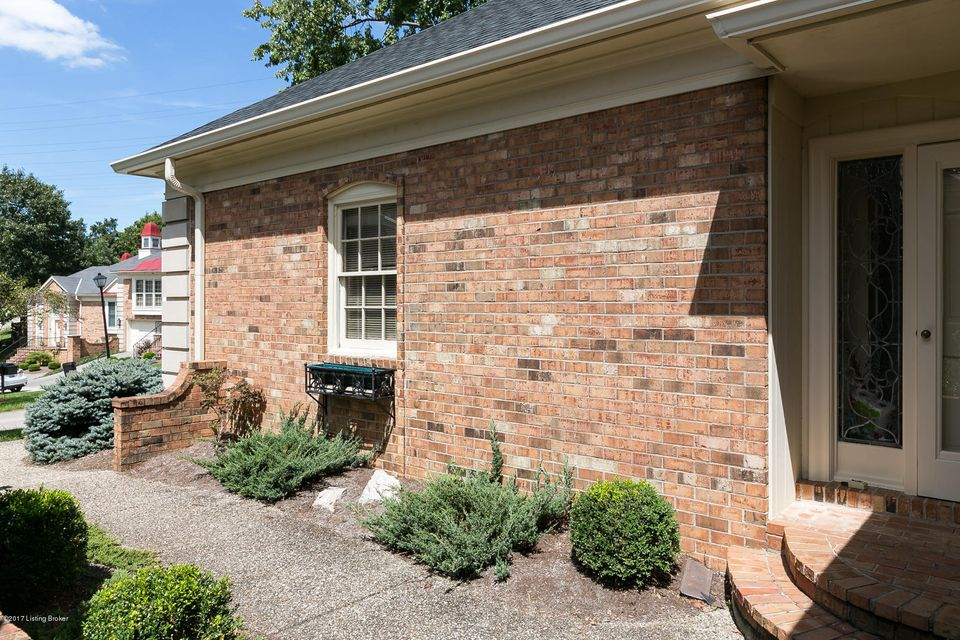 Additional photo for property listing at 1102 Chamberlain Hill Road  Louisville, Kentucky 40207 United States