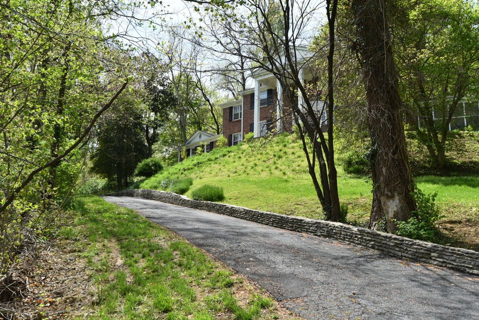 Additional photo for property listing at 700 Blankenbaker Lane  Louisville, Kentucky 40207 United States