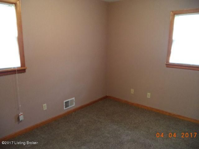 Additional photo for property listing at 5601 Alicante Lane  Louisville, Kentucky 40272 United States