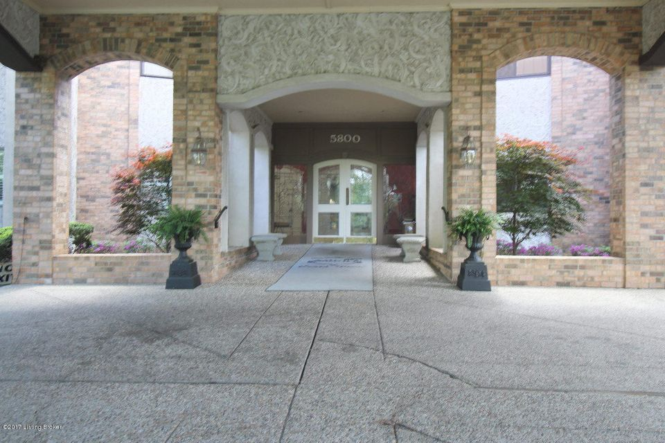 Condominium for Sale at 5800 Coach Gate Wynde 5800 Coach Gate Wynde Louisville, Kentucky 40207 United States