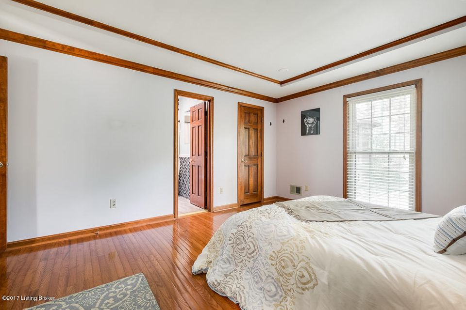 Additional photo for property listing at 1904 Venetian Court  Louisville, Kentucky 40214 United States