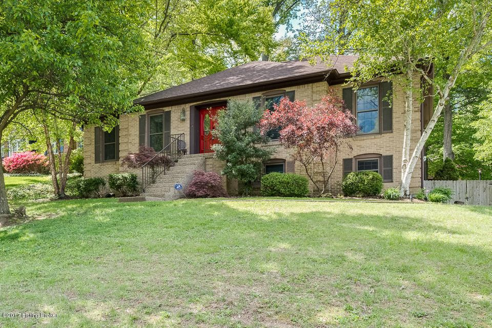 Single Family Home for Sale at 1904 Venetian Court Louisville, Kentucky 40214 United States