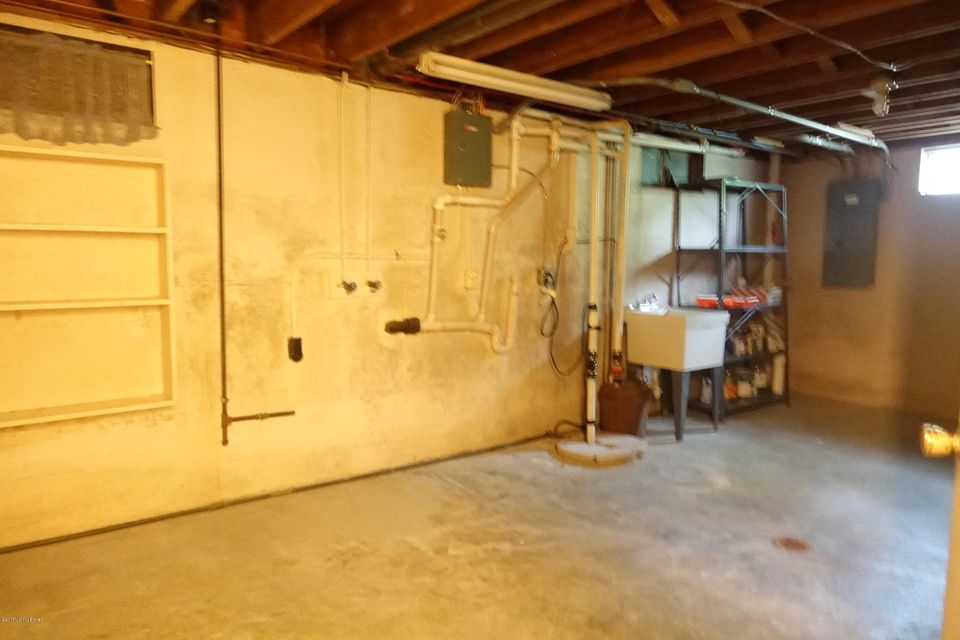 Additional photo for property listing at 7319 Keisler Way  Louisville, Kentucky 40222 United States
