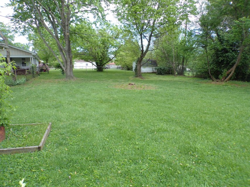 Additional photo for property listing at 1350 Dotland Circle  Shelbyville, Kentucky 40065 United States