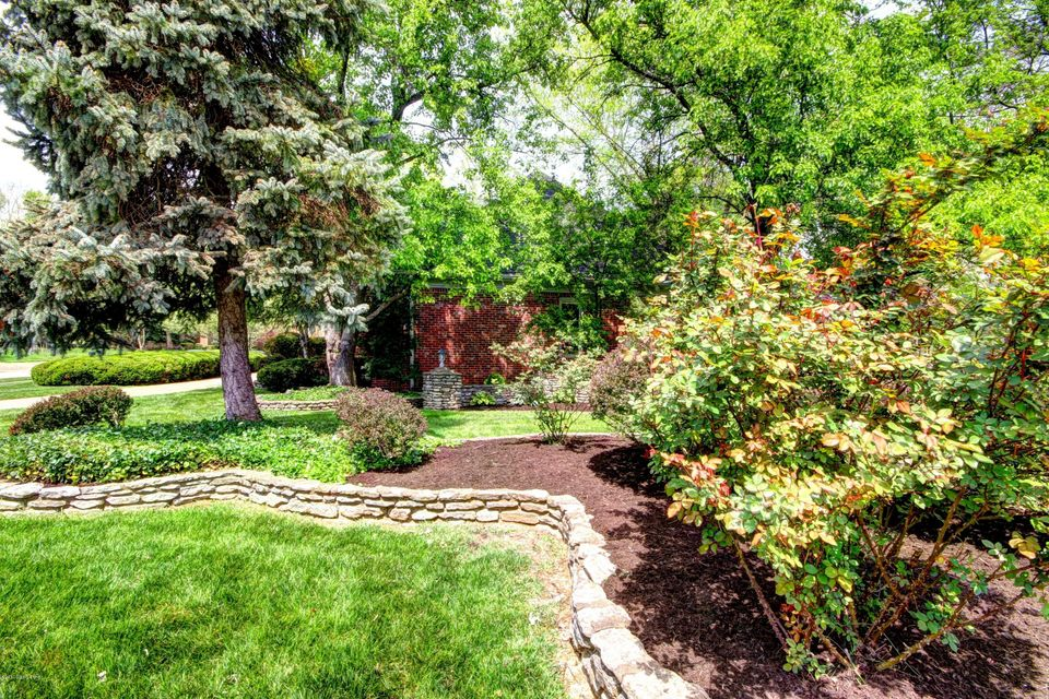 Additional photo for property listing at 8513 Cheffield Drive  Louisville, Kentucky 40222 United States