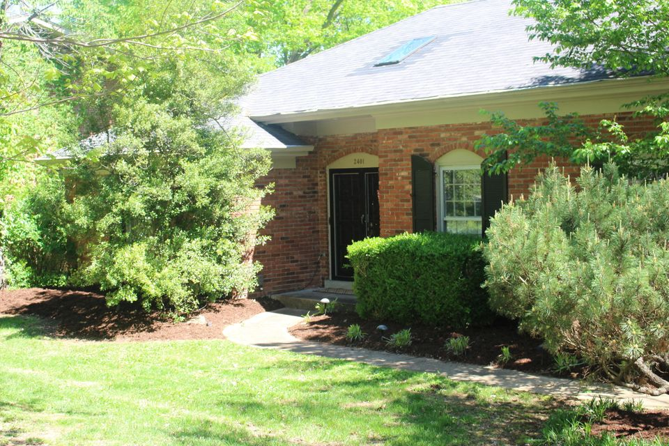 Single Family Home for Sale at 2401 Tuckaho Road Louisville, Kentucky 40207 United States