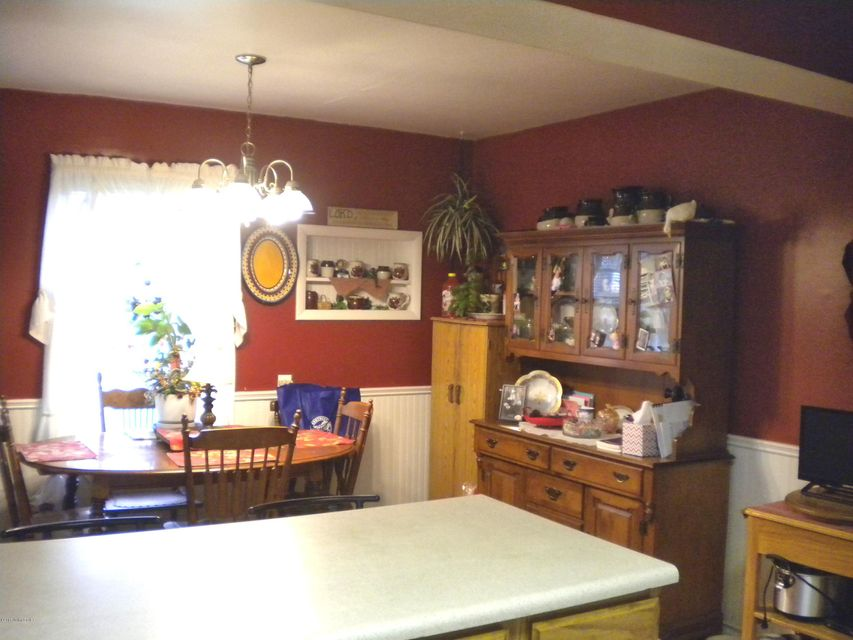 Additional photo for property listing at 4396 Aiken Road 4396 Aiken Road Simpsonville, Kentucky 40067 United States