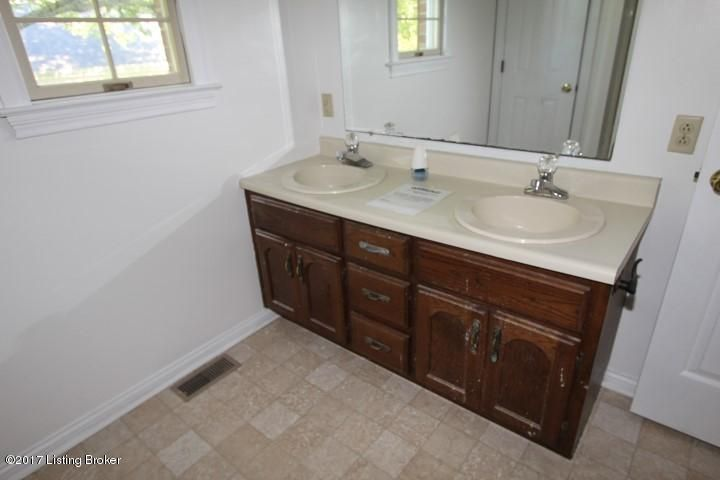 Additional photo for property listing at 1009 Woodlawn Drive 1009 Woodlawn Drive Lawrenceburg, Kentucky 40342 United States