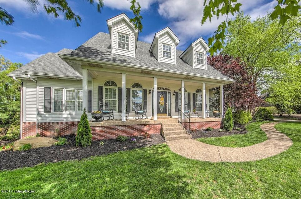 Single Family Home for Sale at 7 Oak Tree Lane Louisville, Kentucky 40245 United States