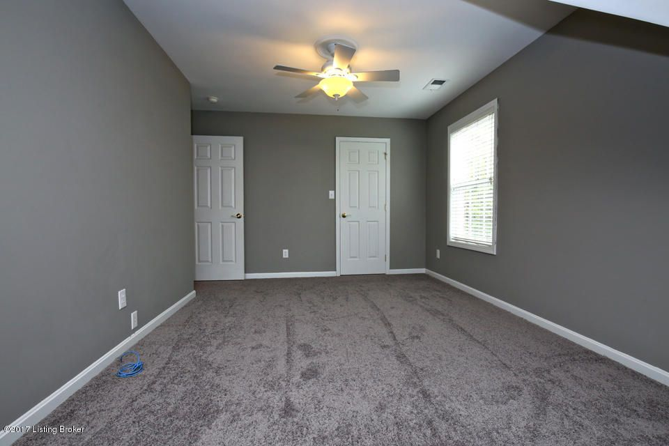 Additional photo for property listing at 3315 Rolling Oak Blvd  Louisville, Kentucky 40214 United States