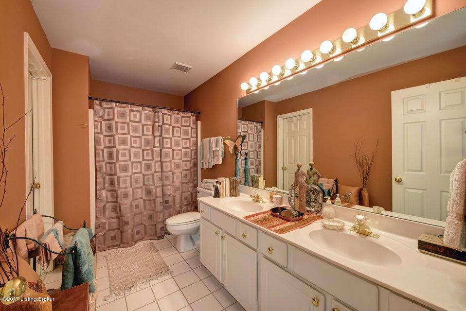 Additional photo for property listing at 708 Windsor Keep Drive  Louisville, Kentucky 40222 United States