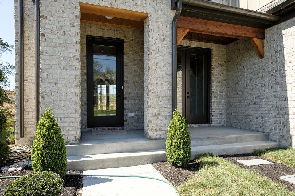 Additional photo for property listing at 5407 River Rock Drive  Louisville, Kentucky 40245 United States