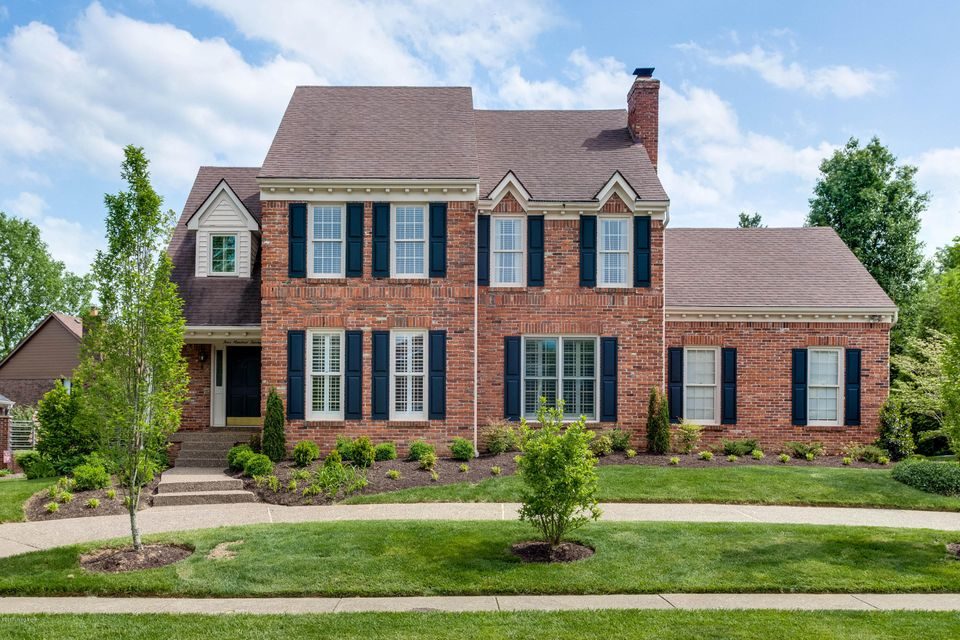 Single Family Home for Sale at 413 Lake Forest Pkwy Louisville, Kentucky 40245 United States