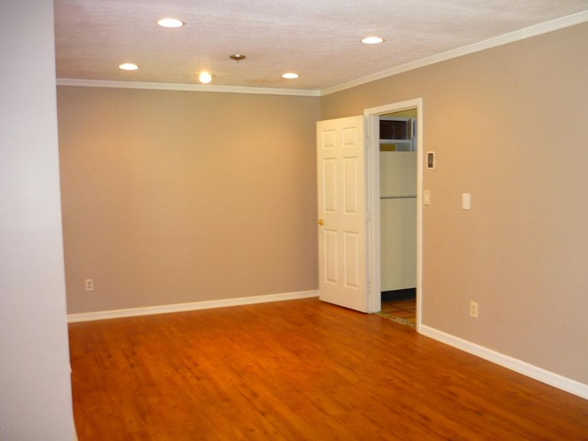 Additional photo for property listing at 5108 Jonar Court  Louisville, Kentucky 40291 United States