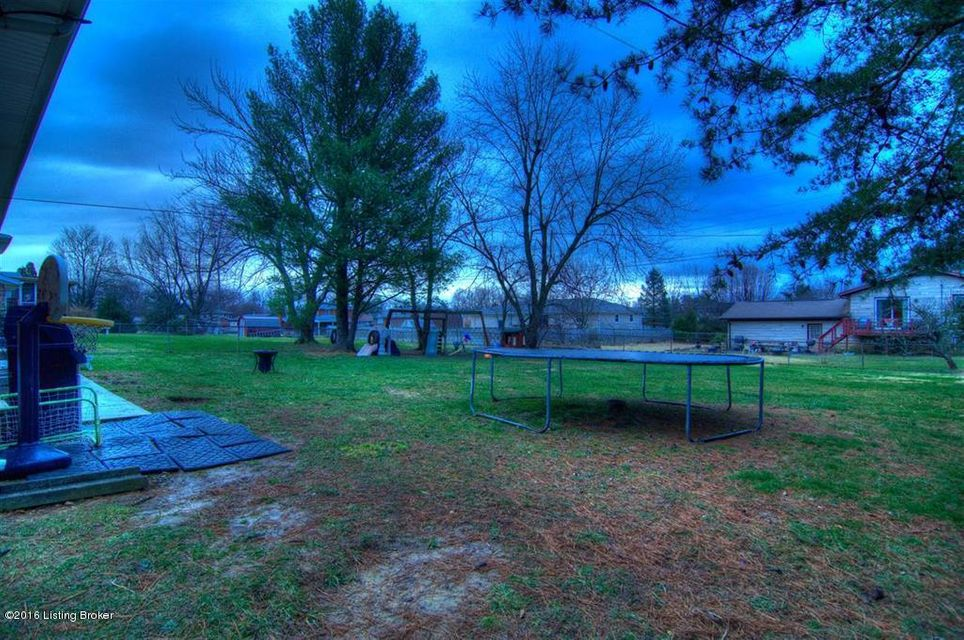 Additional photo for property listing at 210 Senate Circle  Radcliff, Kentucky 40160 United States