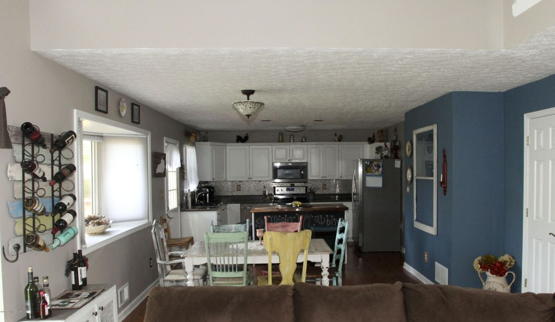 Additional photo for property listing at 8703 Chelmer Lane  Jeffersontown, Kentucky 40220 United States