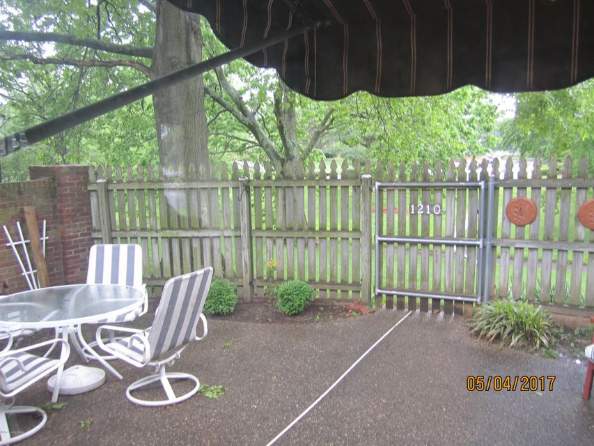Additional photo for property listing at 1210 Dalmally Court  Louisville, Kentucky 40222 United States