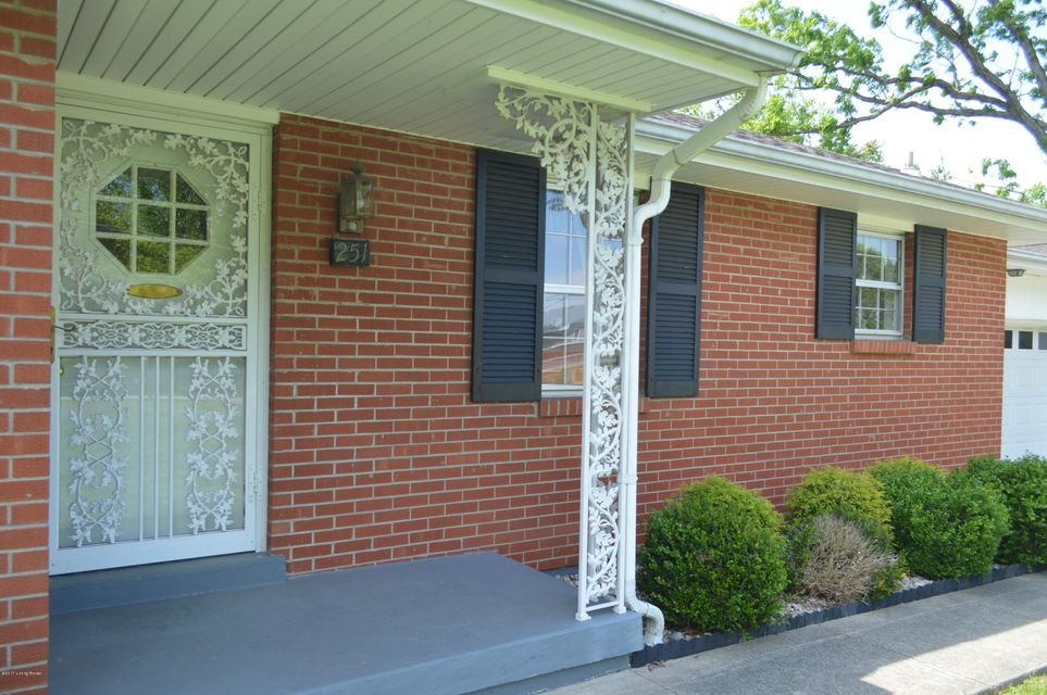 Additional photo for property listing at 251 Deepwood Drive  Radcliff, Kentucky 40160 United States