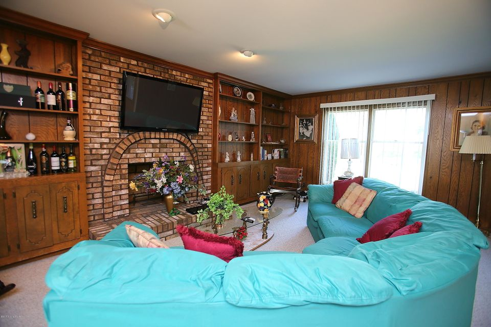 Additional photo for property listing at 9105 Nottingham Pkwy  Louisville, Kentucky 40222 United States