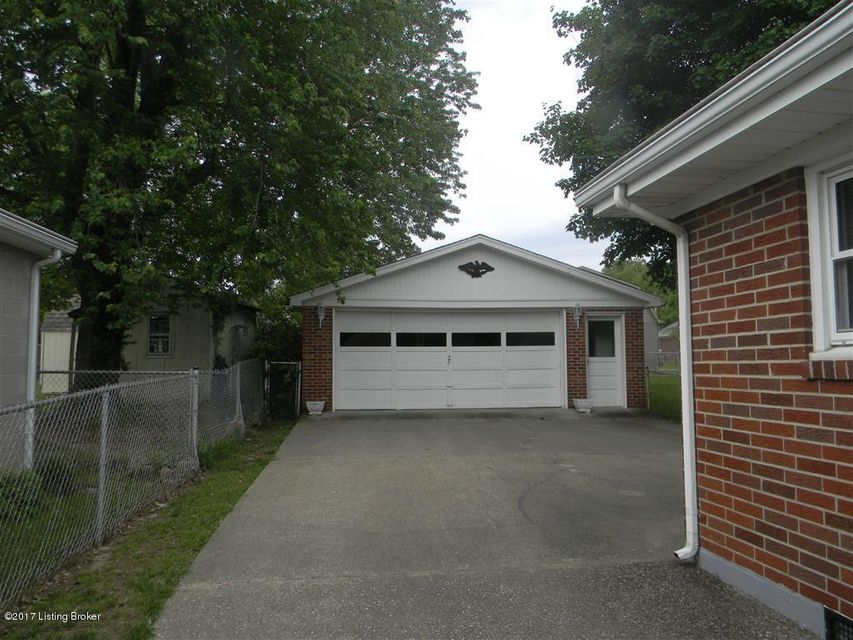 Additional photo for property listing at 6201 Forsythia Lane  Louisville, Kentucky 40229 United States