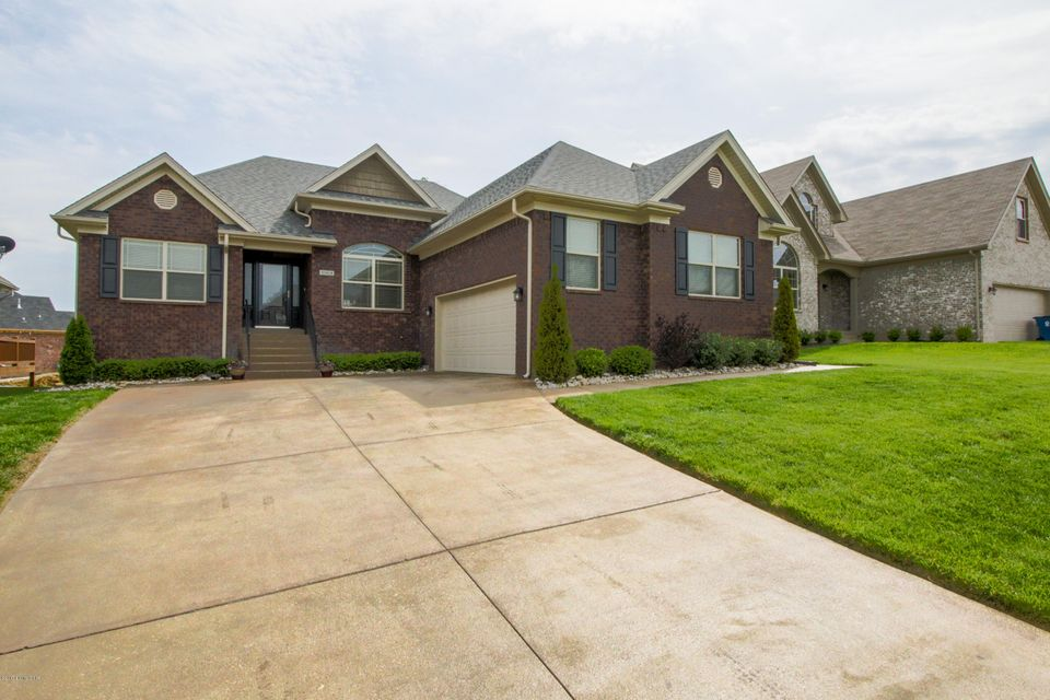 Single Family Home for Sale at 10908 Kaufman Farm Drive Louisville, Kentucky 40291 United States