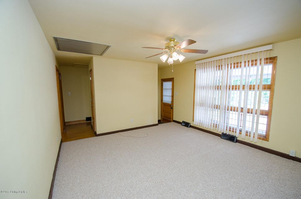 Additional photo for property listing at 2709 Rockford Lane  Louisville, Kentucky 40216 United States