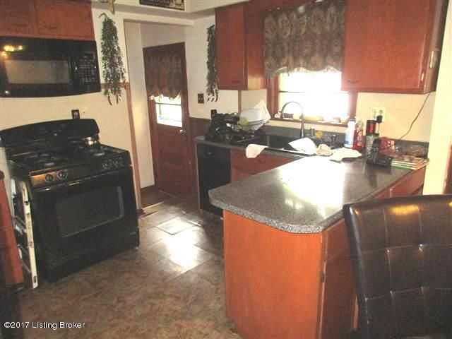 Additional photo for property listing at 2324 ECTON Lane  Louisville, Kentucky 40216 United States