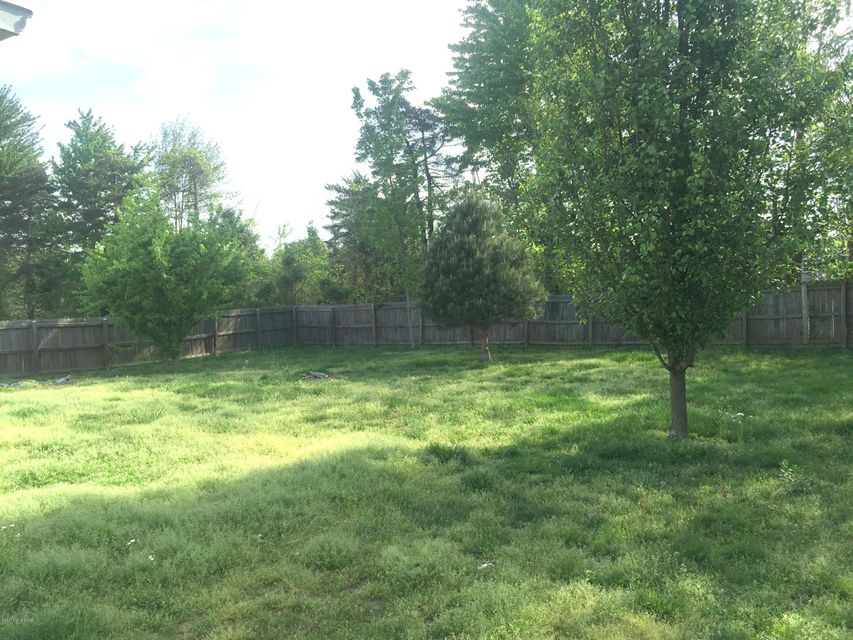 Additional photo for property listing at 1972 S Woodland Drive  Radcliff, Kentucky 40160 United States