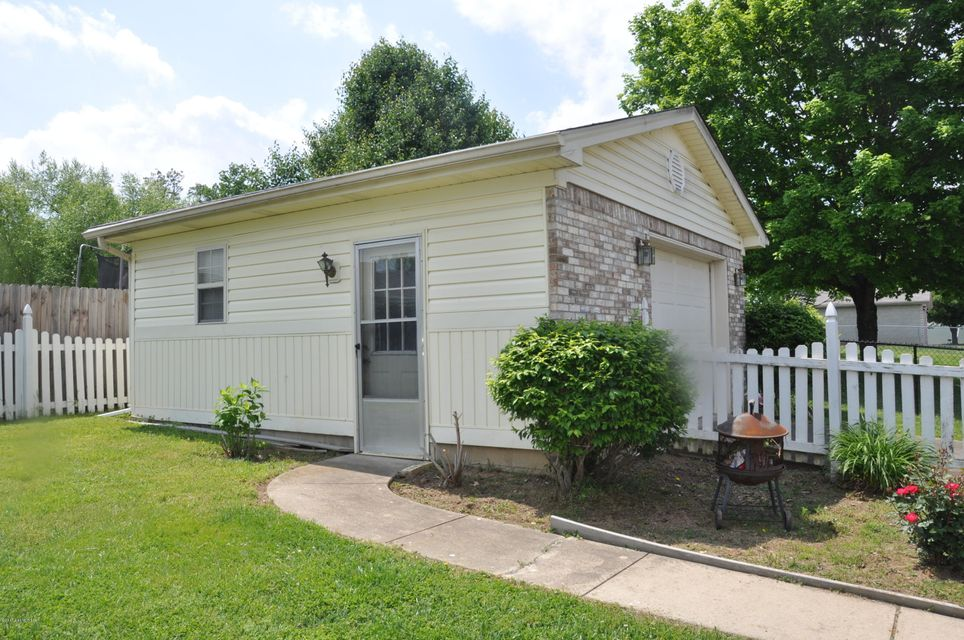 Additional photo for property listing at 414 Jasper Lane  Mount Washington, Kentucky 40047 United States